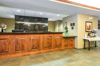 Front desk | Glenwood Suites, an Ascend Hotel Collection Member