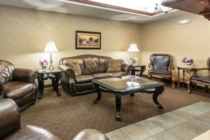 Hotel lobby | Glenwood Suites, an Ascend Hotel Collection Member