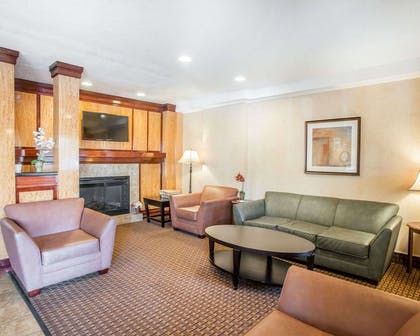Spacious lobby with sitting area | Quality Inn & Suites Denver International Airport