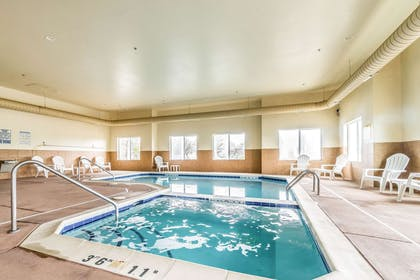Indoor pool with hot tub | Comfort Inn & Suites Rifle