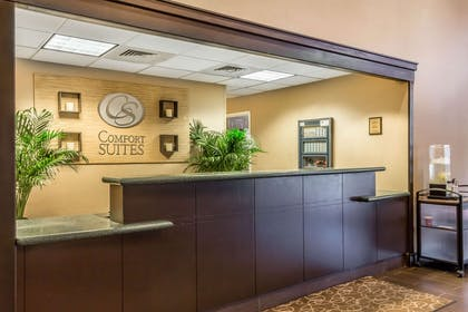 Front desk | Comfort Suites Near Casinos
