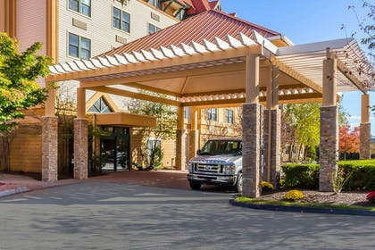 Hotel entrance | Comfort Suites Near Casinos