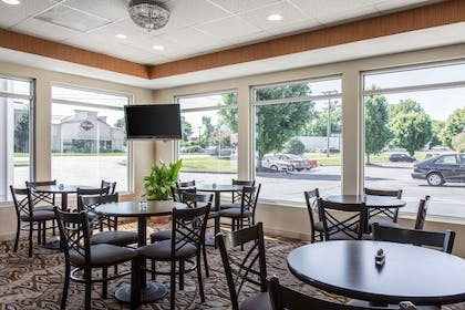 Enjoy breakfast in this seating area | Quality Inn and Suites Danbury