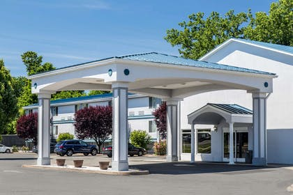 Hotel entrance | Quality Inn and Suites Danbury