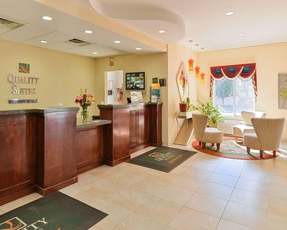 Front desk with friendly staff | Quality Suites