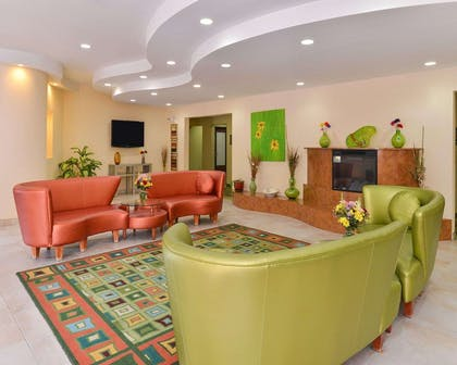 Lobby | Quality Suites
