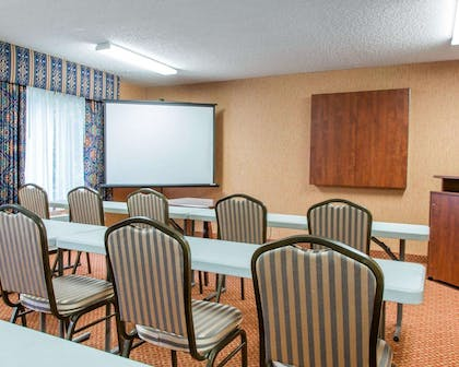 Banquetmeeting room with audiovisual equipment | Quality Inn & Suites