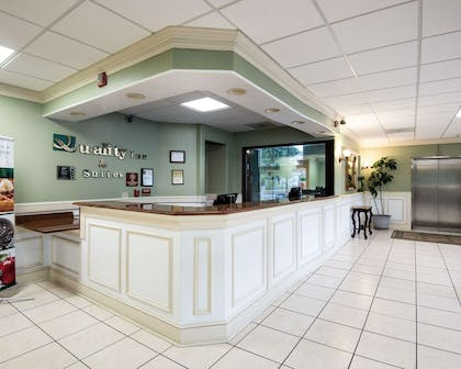 Front desk | Quality Inn & Suites Rehoboth Beach - Dewey