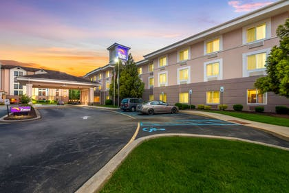Hotel at night | Sleep Inn And Suites