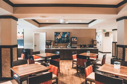 Breakfast area | Comfort Suites UCF/Research Park