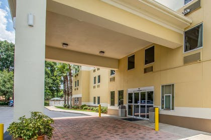 Hotel entrance | Comfort Inn & Suites DeLand - near University