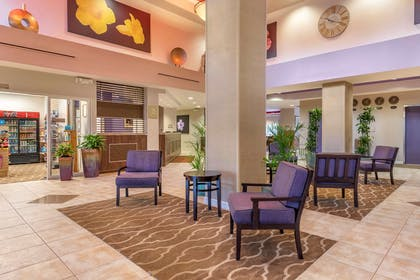 Lobby with sitting area | Comfort Suites Maingate East