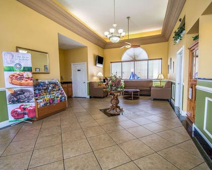 Hotel lobby | Quality Inn & Suites Mt Dora North