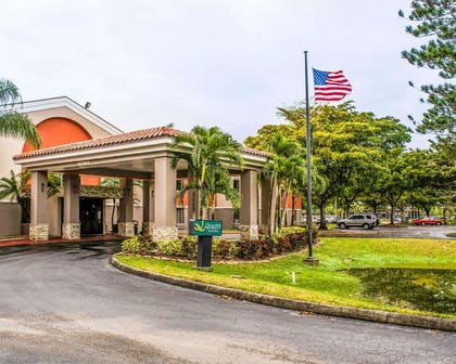 Hotel exterior   Quality Suites Fort Myers - I-75