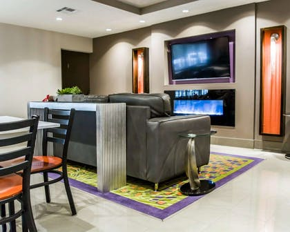 Lobby with sitting area   Quality Suites Fort Myers - I-75