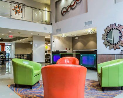 Spacious lobby with sitting area   Quality Suites Fort Myers - I-75