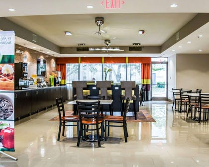Breakfast room   Quality Suites Fort Myers - I-75