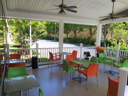 Hotel patio   Quality Suites Fort Myers - I-75
