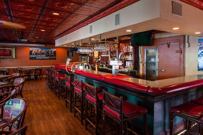 Hotel bar and lounge | Quality Inn & Suites Port Canaveral Area