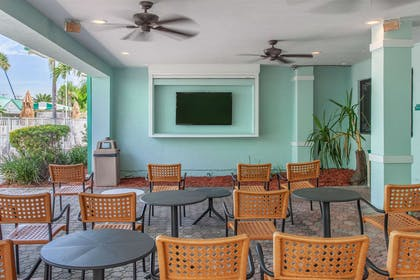 Hotel patio | Quality Inn & Suites Port Canaveral Area