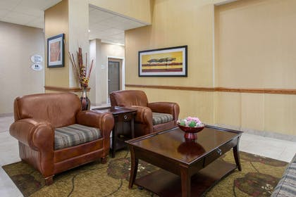 Lobby with sitting area | Comfort Suites Near Universal Orlando Resort