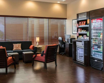 Hotel Lobby with Marketpplace | Comfort Suites Clearwater - Dunedin