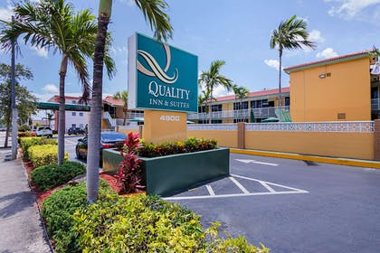 Hotel exterior | Quality Inn & Suites Hollywood Boulevard