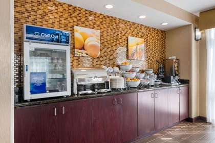 Breakfast area | Comfort Suites Fernandina Beach at Amelia Island