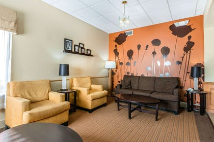 Lobby with sitting area | Sleep Inn and Suites - Ocala / Belleview