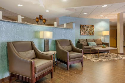 Lobby with sitting area | Comfort Suites The Villages