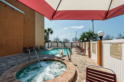 Outdoor pool | Comfort Suites Tampa Airport North