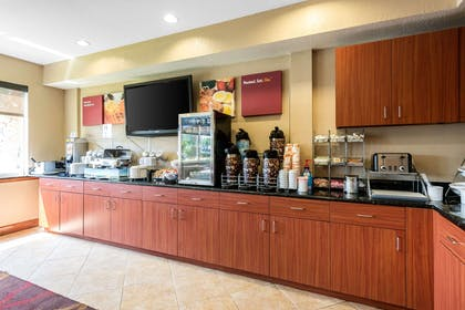 Breakfast area | Comfort Suites Tampa Airport North