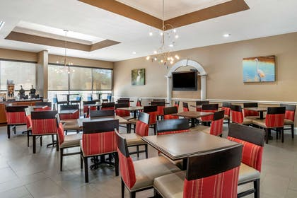 Enjoy breakfast in this seating area | Comfort Inn & Suites Marianna I-10