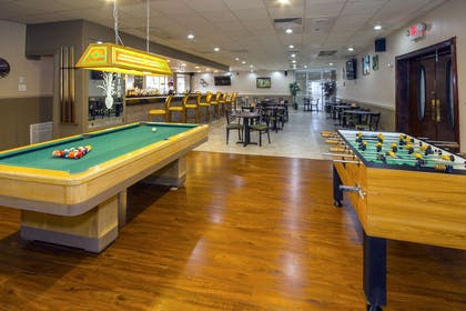 Hotel bar | Quality Inn & Suites Conference Center