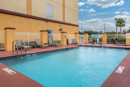 Relax by the pool   Comfort Suites Orlando Airport