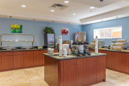 Breakfast counter | Quality Suites Lake Buena Vista