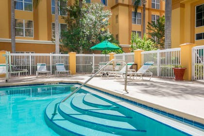 Outdoor pool | Quality Suites Lake Buena Vista