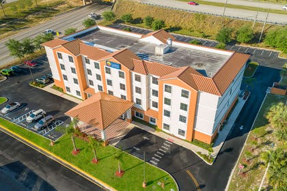 Aerial view of hotel   Comfort Inn & Suites Maingate South