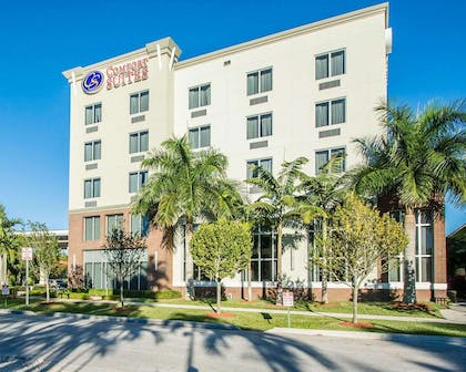 Hotel exterior | Comfort Suites Miami Airport North