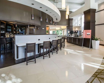 Cocktail lounge | Comfort Suites Miami Airport North