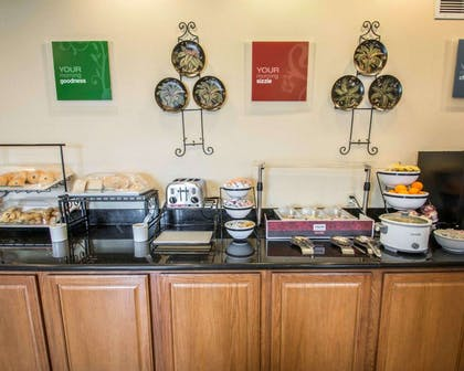 Free breakfast   Comfort Inn & Suites I-95 - Outlet Mall