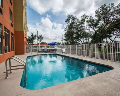Outdoor pool | Comfort Suites Fort Lauderdale Airport South & Cruise Port