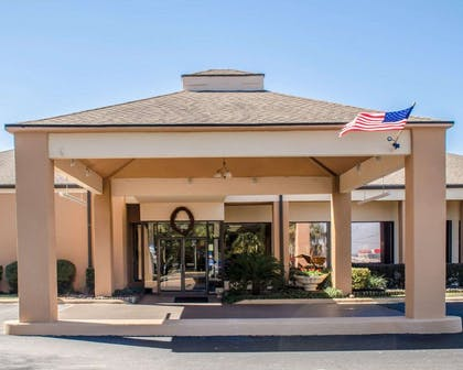 Hotel entrance | Quality Inn & Suites Pensacola Bayview
