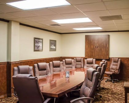Conference room | Quality Inn & Suites Pensacola Bayview