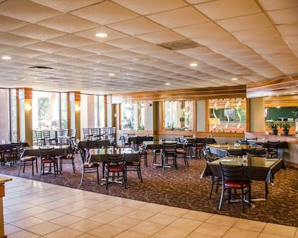 Enjoy breakfast in this seating area | Quality Inn & Suites Pensacola Bayview