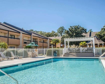 Outdoor pool | Quality Inn & Suites Pensacola Bayview