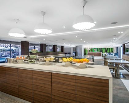Breakfast counter | Quality Inn & Suites By the Parks