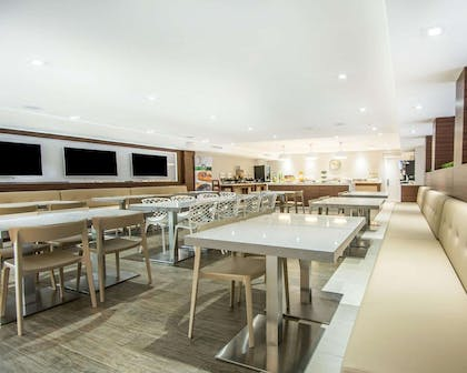 Spacious breakfast area | Quality Inn & Suites By the Parks