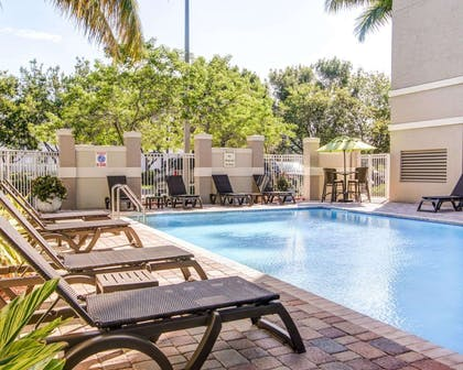Outdoor pool with sundeck | Comfort Suites Weston - Sawgrass Mills South