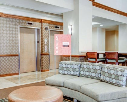 Lobby with sitting area | Comfort Suites Weston - Sawgrass Mills South